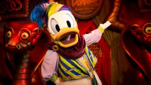character-meet-and-greet-goofy-donald-petes-silly-slideshow-00